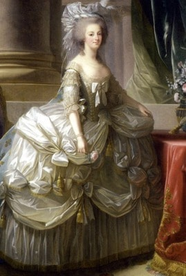 ロココスタイルのドレスはパステル調で!マリー・アントワネット